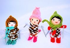 "25 Festive Pinecone Craft Projects %u2013 Holiday Inspired [from babble.com] Mini Skiers! See pine comb ""trees"" etc."