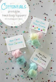 These Cottontail Treats {with cute free printable bag topper} make adorable Easter basket stuffers or party treats. party treats Cottontail Treats {with printable bag topper} - onekriegerchick Easter Candy, Hoppy Easter, Easter Treats, Easter Gift, Easter Food, Easter Table, Easter Decor, Easter Recipes, Easter Eggs