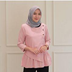 Baju unik Batik Fashion, Fashion Sewing, Modest Fashion, Hijab Fashion, Fashion Outfits, Alternative Mode, Alternative Fashion, Satin Blouse Long Sleeve, Sleeveless Turtleneck