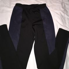 Faux suede detail leggings Black and navy suede detail leggings. Nice and thick quality leggings from h&m trend line. Never been worn. Super for this fall ! H&M Pants Leggings