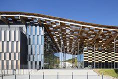 Kengo Kuma & Associates — Besançon Art Center and Cité de la Musique Dynamic Architecture, Retail Architecture, Parametric Architecture, Amazing Architecture, Contemporary Architecture, Architecture Details, Kengo Kuma, Arch Building, Building Design