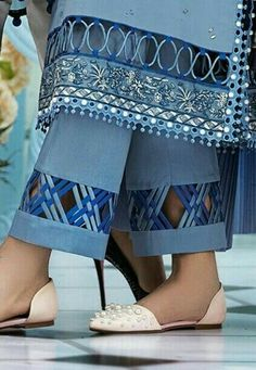 Kurta Designs Women, Kurti Neck Designs, Dress Neck Designs, Salwar Designs, Fancy Dress Design, Stylish Dress Designs, Stylish Dresses For Girls, Pakistani Fashion Casual, Pakistani Dresses Casual