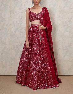 Top 15 Designer Bridal Lehenga for Wedding - Fashion Girls Indian Gowns Dresses, Indian Fashion Dresses, Dress Indian Style, Indian Designer Outfits, Pakistani Clothing, Abaya Style, Fashion Outfits, Fashion Ideas, Designer Bridal Lehenga