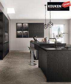 De zwarte keuken is anno 2021 heel populair. Begrijpelijk want zwart is chique, stoer, maar ook modern en industrieel! Kies voor een volledig zwarte keuken, inclusief keukenblad, of maak een mooie combi met bv. hout. Keuze te over! #zwartekeuken #industrielekeuken #modernekeuken #2021 #exlusievekeuken #keuken #keukeninspiratie #luxekeuken #populairekeuken #interieurinspiratie #wooninspiratie #stijlvollekeuken #stoerekeuken #keukenstore Cooker Hoods, Design Consultant, Kitchen Ranges, House Styles, Home Decor, Kitchen, Decoration Home, Hoods
