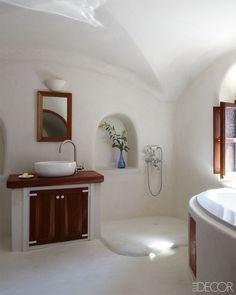 Elle Decor - April 2013 - Hotelier Costis Psychas' Dream Home Off the Coast of Santorini Bathroom Mirror Design, Best Bathroom Vanities, Bathroom Mirrors, Vanity Mirrors, Bathroom Inspo, Master Bathroom, Greek Design, Greek House, Tadelakt