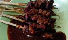 APA saja makanan khas Banten yang bisa dijadikan wisata kuliner dan oleh-oleh? Destinasi Indonesia menelusuri Kota Serang, jantung pemerintahan Propinsi Banten.