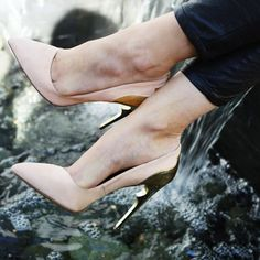 Lovely Shoe For This Fall / Winter Outfit. Definitely Must Have One.