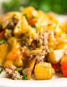 Easy Hamburger Hash-Easy To Make Family Comfort Food! Hamburger Hash is wonderful family comfort food that combines seasoned potatoes, veggies, cheese & hamburger to create an easy one skillet meal. Hamburger Meat Recipes Easy, Hamburger Hash, Hamburger And Potatoes, Hamburger Dishes, Seasoned Potatoes, Ground Beef Recipes, Beef Hash, Hamburger Casserole, Beef Dishes