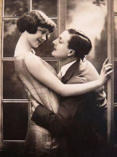 Love or Infatuation ? 1920s portrait postcard