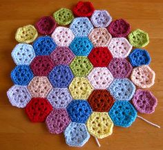 The Hexagon Tutorial for the Fantastic Hexagon Shades Afghan.    Bunny Mummy: Mini Hexagon Pattern