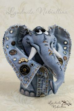 Amazing Home Sewing Crafts Ideas. Incredible Home Sewing Crafts Ideas. Denim Crafts, Jean Crafts, Sewing Toys, Sewing Crafts, Denim Kunst, Sewing Stuffed Animals, Denim Art, Denim Ideas, Fabric Toys