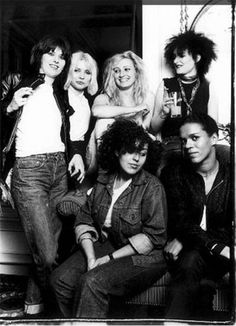 Chrissie Hynde (The Pretenders), Deborah Harry (Blondie), Viv Albertine (The Slits), Siouxsie Sioux (Siouxsie & the Banshees), front: Poly Styrene (X-Ray Spex) and Pauline Black (The Selector).