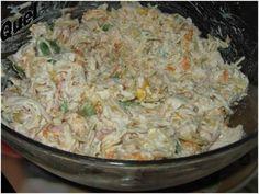 Preparo: Primeiramente desfia-se o peito de frango já em uma tigela que irá servir, acrescente a cenoura, o pimentão cortado em filetes, o presunto picadinho a ervilha e o milho e por ultimo a batata palha. Tempere com sal e acrescente a maionese até...