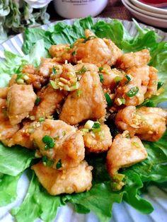 鶏むね肉で中華味の唐揚げを 作ります(^o^) タレがしっかりと染み込んで ご飯のおかずやお弁当のおかず、 大皿料理でもコストが抑えられる レシピです(*^_^*) パサつかない工夫もしてあります!