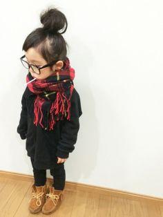 Me (giant scarf) Toddler Fashion, Boy Fashion, Uniqlo, Kids Girls, Baby Kids, Kids Wear, Children Wear, Kid Styles, My Little Girl