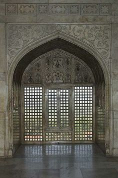 Carved marble window in the Khas Mahal (Marble Pavillon), Red Fort of Agra, Uttar Pradesh, India.