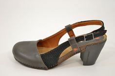 Taupe lederen sandalen van Art met open hiel Image 0