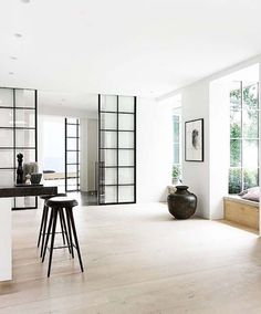 stylish urban living // interior // home decor // city suite // loft // urban men // city life //