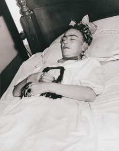 Frida Kahlo on her deathbed. . 1954 Photo: Lola Alvarez Bravo.