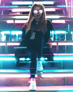 See the best 163 free high-resolution photos of Urban Lifestyle Neon Photography, Teenage Girl Photography, Girl Photography Poses, Creative Photography, Fashion Photography, Beauty Photography, Instagram Cara, Girl Pictures, Girl Photos