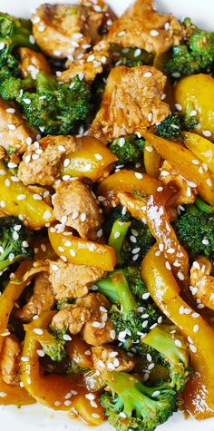 Chicken, broccoli, and yellow bell pepper stir-fried in Asian-style sauce - healthy, low-fat meal packed with protein (chicken) and fiber (vegetables). And, it takes only 30 minutes from start to finish! Chicken And Brocolli, Chicken Broccoli Stir Fry, Chicken And Vegetables, Stir Fry Recipes, Cooking Recipes, Asian Recipes, Healthy Recipes, Healthy Dinners, The Best