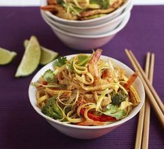 Superhealthy Singapore noodles - These #noodles have it all - healthy, flavour-packed and quick to make, they're sure to be a midweek staple  #healthyrecipes