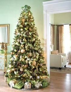 20 Beautifully Decorated Christmas Tree
