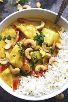 Slow Cooker Coconut Curry Cashew Chicken via La Creme de la Crumb