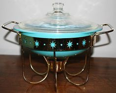 I have this holder, and I think I just bought the right size casserole for it. Vintage Pyrex 1 QT Turquoise Aqua Casserole & Lid w/Starburst Candle Warmer Vintage Bowls, Vintage Kitchenware, Vintage Dishes, Vintage Glassware, Vintage Items, Vintage Pyrex, Kitsch, Aqua, Turquoise