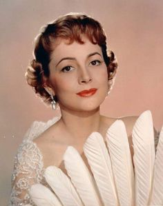 Olivia de Haviland - new post on cinenostalgia. Hollywood Fashion, Vintage Hollywood, Classic Hollywood, Hollywood Divas, Hollywood Style, Olivia De Havilland, Famous Photos, Famous Faces, British Actresses