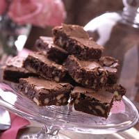 Craving chocolate? Make these easy chocolate brownies for dessert or a snack.