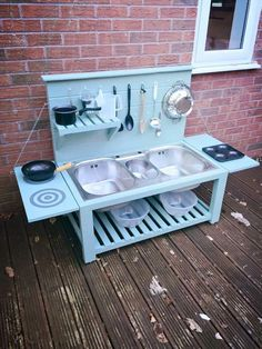 Five Cheap DIYs that will make your backyard an awesome play space - this is mini play kitchen for kids, good inspo to make adult sized outdoor kitchen (diy outdoor kitchen) Outdoor Play Kitchen, Mud Kitchen For Kids, Outdoor Play Spaces, Kids Outdoor Play, Outdoor Kitchen Design, Backyard For Kids, Diy For Kids, Diy Kitchen, Kitchen Cabinets