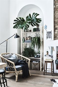 Use plants to define one corner of your room as an area for relaxation and reading. More indoor garden tips at IKEA.ch #IKEAIDEAS