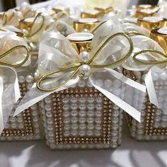 Adoro casamentos Mais kits lindos saindo do forno para as madrinhas ♥️♥️♥️ #difusor #difusordevaretas #laço #fita #lavabo #cheirinhobom #casa #casamento #wedding #madrinhas