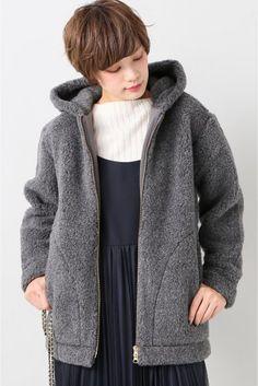 COLD BREAKERフリースブルゾン  COLD BREAKERフリースブルゾン 19440 2016AW SLOBE IENA COLD BREAKER/コールドブレイカー 1999年ポーランドの南でスタート 真冬は零下30度にもなるポーランドで作られた羊毛製品はとても暖かく保温性に優れています 採用している羊毛メーカーALWEROは天然繊維がもつ最高のモノを届けたいという気持ちでディテールへの細かな気配りができるデザインへの熱い思いを持つ職人の手で作られています こちらの商品はSLOBE IENAでの取り扱いになります 直接店舗へお問い合わせの際はSLOBE IENA店舗へお願い致します モデルサイズ:身長:164cm バスト:80cm ウェスト:59cm ヒップ:82cm 着用サイズ:フリー