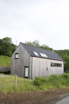 Contemporary timber clad house on the Isle of Skye House Cladding, Exterior Cladding, Timber Cladding, Facade House, Cabin Design, House Design, Cottage Extension, Clad Home, Scandinavian Architecture