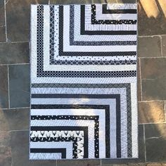 "Gefällt 136 Mal, 7 Kommentare - Summer Truswell (@summer_stitcher) auf Instagram: ""I love this quilt. Black and white fabrics form my stash. It's a pretty good size (my slate…"""