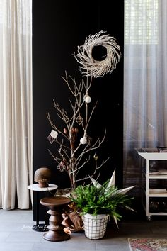 o events (aka Duo) Modern and minimal, sparse Christmas tree with geometric baubles Alex Hotel, Event Design, My Design, Creative Studio, Visual Merchandising, Style Me, Minimal, Christmas Tree, Concept
