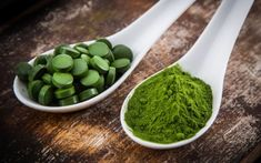"""Spirulina found to boost the body's type 1 interferon response to fight RNA viral infections """"including coronavirus,"""" new science finds Food Intolerance Test, How To Detox Your Body Naturally, Brain Boosting Foods, Good Brain Food, Roasted Walnuts, Acide Aminé, Antioxidant Vitamins, Low Fat Diets, Fat Burning"""