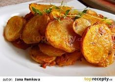 Křupavé brambory s tymiánem recept - TopRecepty.cz Czech Recipes, Ethnic Recipes, Sweet And Salty, Tandoori Chicken, Side Dishes, Food And Drink, Veggies, Potatoes, Cooking Recipes