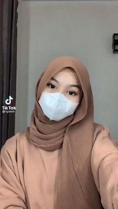 Modern Hijab Fashion, Street Hijab Fashion, Hijab Fashion Inspiration, Muslim Fashion, Simple Hijab Tutorial, Hijab Style Tutorial, Stylish Hijab, Casual Hijab Outfit, Video Hijab