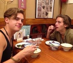 Sprouse Bros, Cole M Sprouse, Dylan Sprouse, Dylan Y Cole, Zack Y Cody, Riverdale Cast, Disney Facts, Celebs, Celebrities