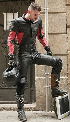 Peto Coast: hottest fucker ever in skintight leather WOW Motorcycle Suit, Motorcycle Leather, Biker Leather, Leather Men, Bike Suit, Pink Leather, Tight Leather Pants, Leather Trousers, Leather Gloves