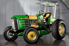 Yeah I know it's not a bike, it's a custom designed John Deere tractor by Chip Foose of Overhaulin' fame., very cool for a tractor! John Deere Garden Tractors, Yard Tractors, Lawn Mower Tractor, Small Tractors, New Tractor, Compact Tractors, Chip Foose, Lanz Bulldog, Tractor Pulling