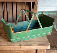 This green metal basket can be used to collect herbs, bring in your garden vegetables, picking flowers and many other uses or just a beautiful decorative piece on your island or table. Measures: 18″ x