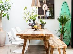 Dining rooms don't have to be formal or stuffy. We're all about a boho chic dining space, too! Check out these 40 dining rooms that master boho interior design. For more dining room design ideas, go to Domino! Dining Room Design, Dining Room Furniture, Dining Rooms, Room Chairs, Deco Surf, Style Californien, California Cool, California Decor, Small Dining