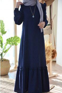 Pakistani Fashion Party Wear, Abaya Fashion, Fashion Dresses, Islamic Fashion, Muslim Fashion, Estilo Abaya, Hijab Fashionista, Maxi Outfits, Hijab Fashion Inspiration