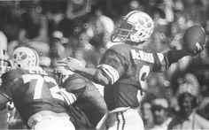 Jim McMahon passing during a game in 1980. (Tribune file photo)