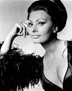 Ingrid Bergman and Sophia Loren are other European actresses having made their mark in Hollywood and on the spirits of audiences… Divas, Carlo Ponti, Sophia Loren Images, Actrices Hollywood, Italian Actress, Vintage Glamour, Vintage Wear, Timeless Beauty, Classic Beauty