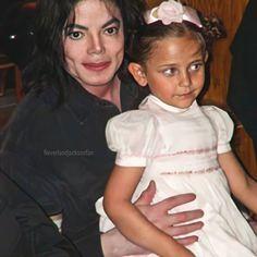 Michael Jackson Wallpaper, Michael Jackson Art, Mj Kids, Apple Head, He's Beautiful, Always And Forever, Oprah, American Singers, Handsome Boys